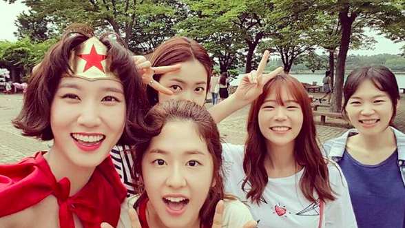 "Han Seung Yeon Bids A Touching Farewell To ""Age Of Youth"" 