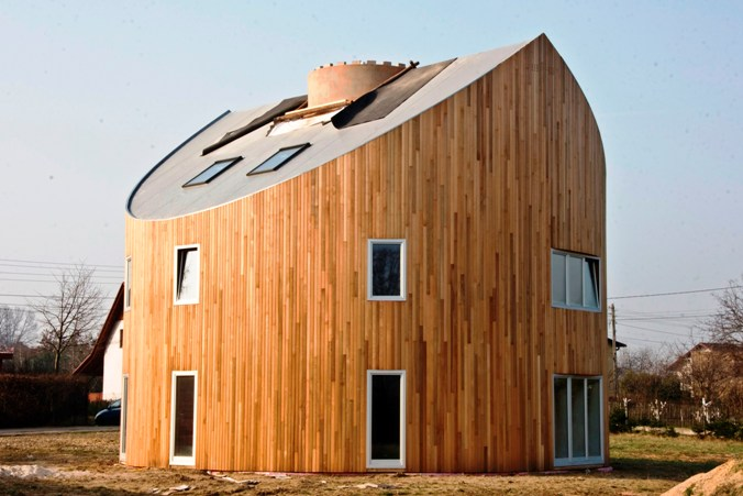 MASZYNY DEKARSKIE: Prosty dom ekologiczny