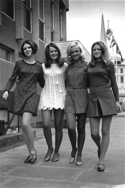 1960s Fashion Mini Skirt Images & Pictures - Becuo