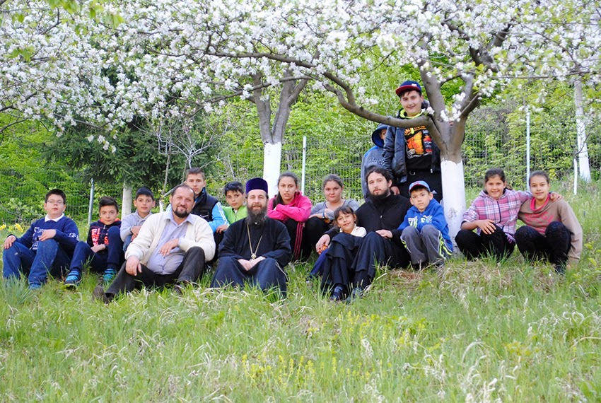 ... în România pentru copiii de la şcoala generală din Micherechi