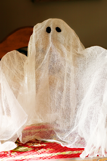 cutest little things: Ethereal little {cheesecloth} ghosts