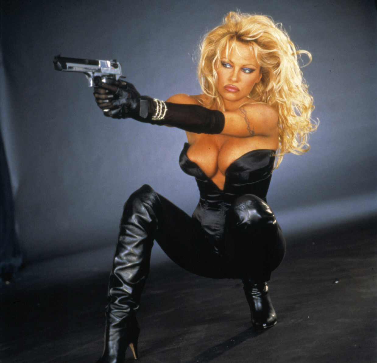 Fashion Fetish Gender Blog: Pamela Anderson - Barb Wire