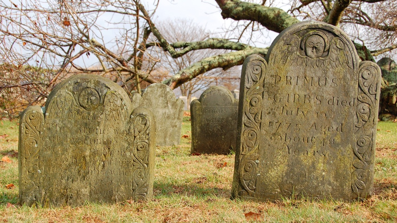 The Beautiful, Forgotten and Moving Graves of New England ...