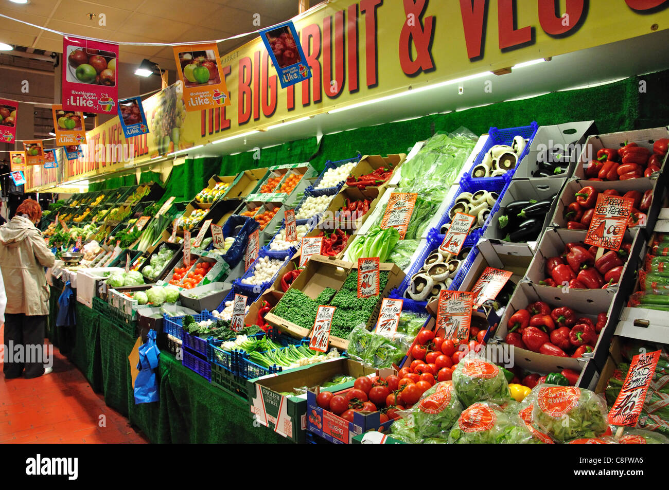 Indoor Fruit And Vegetable Stall, Watford Market, Charter Place Stock ...
