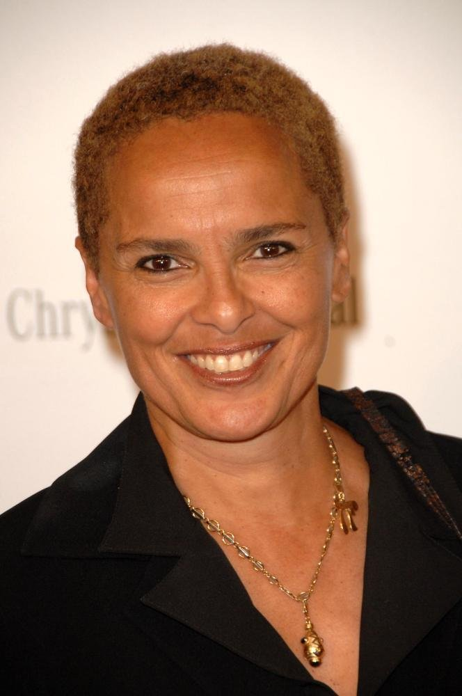 The 62-year old daughter of father Harry Belafonte and mother(?), 168 cm tall Shari Belafonte in 2017 photo