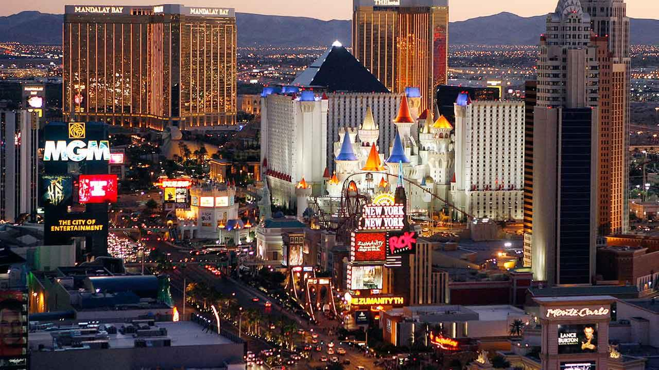 1 killed in Las Vegas Strip shooting; suspect barricaded ...