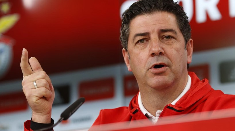 The 47-year old son of father (?) and mother(?), 178 cm tall Rui Vitória in 2017 photo