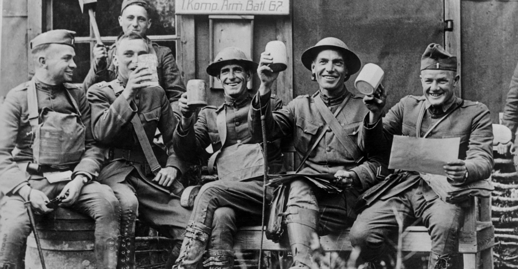 world-war-one-soldiers-rejoicing-the-armistice - Veterans ...