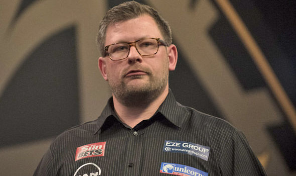 Il 34-anni, 175 cm alto James Wade in 2018 photo