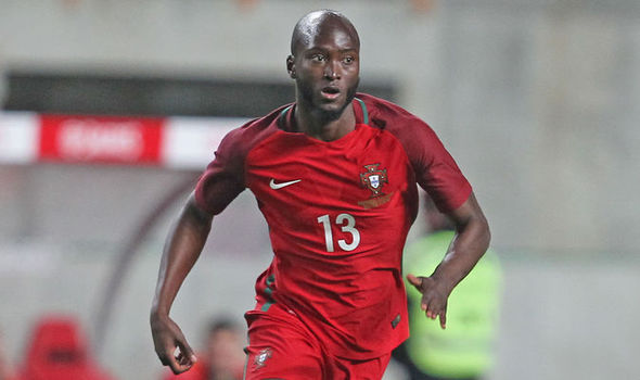 The 26-year old son of father (?) and mother(?), 188 cm tall Danilo Pereira in 2018 photo