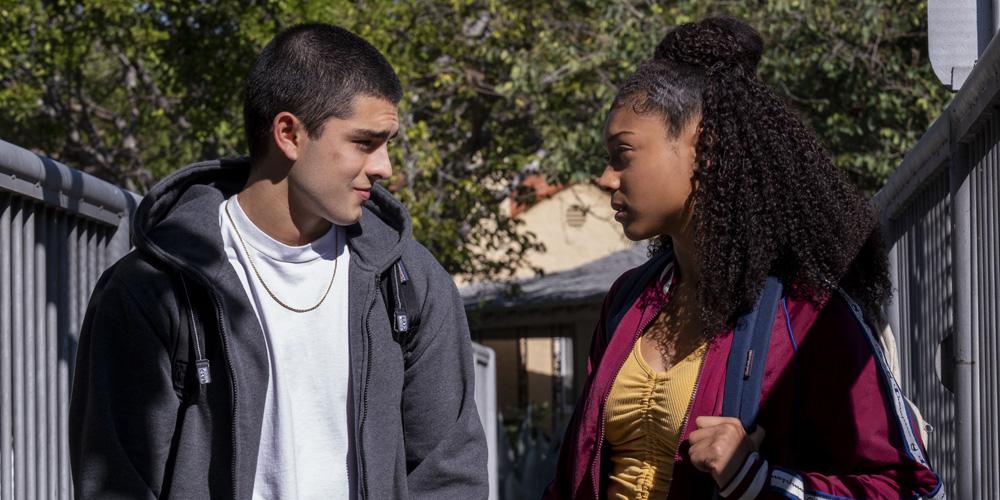 'On My Block' Showrunner Talks Monse & Cesar's Love Story | Netflix, on my block, Television ...