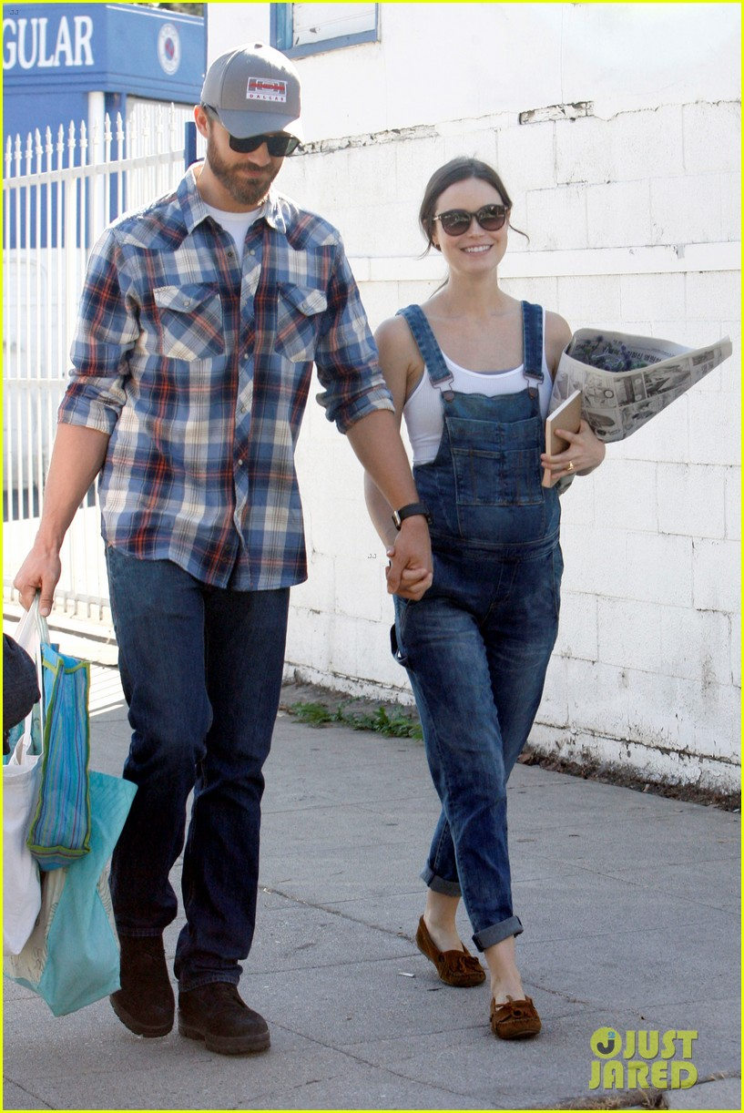 Summer Glau Shows Off Small Baby Bump on Farmer's Market Sunday with ...