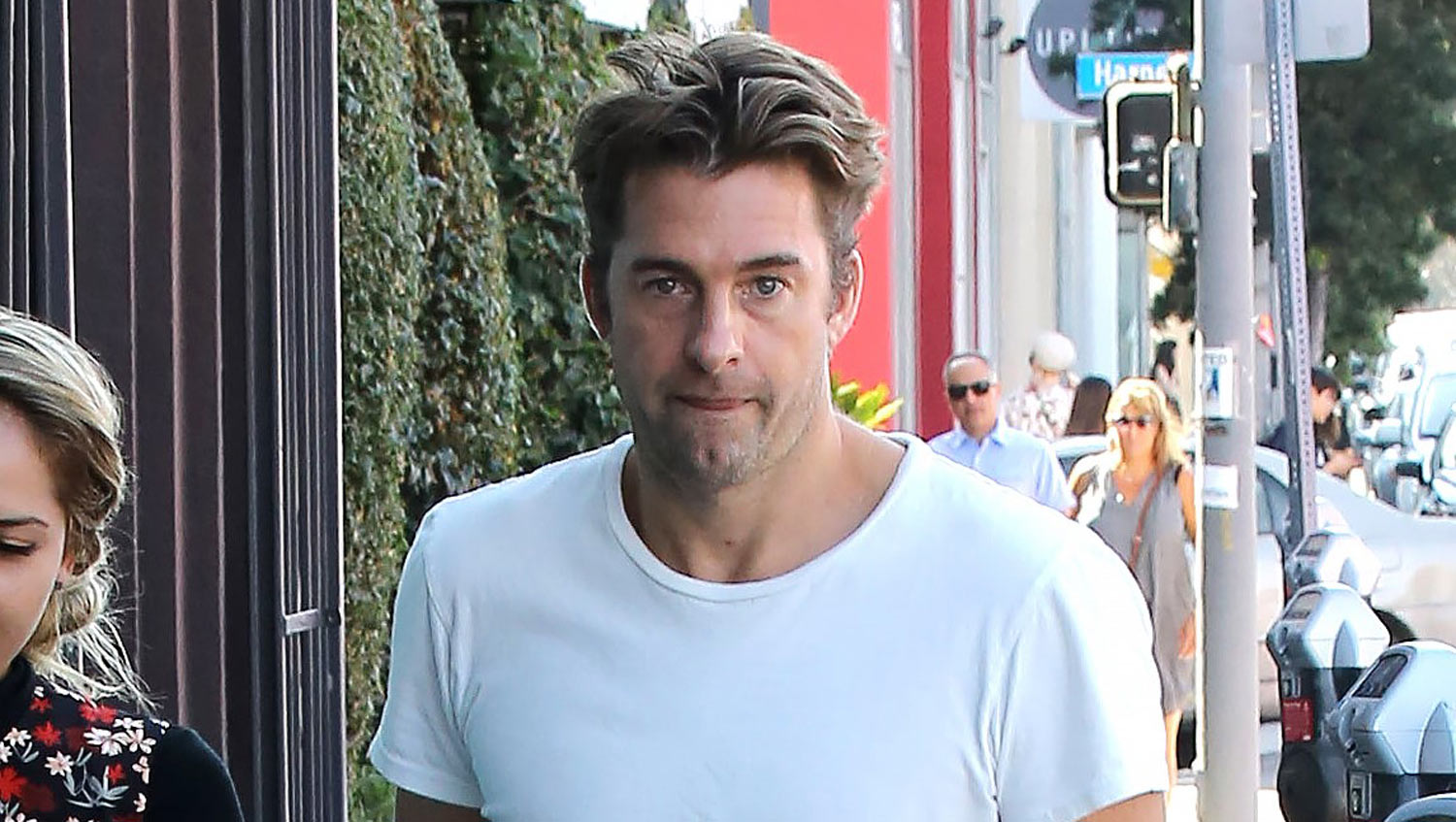 Scott Speedman gets some shopping done with a female friend  source: justjared.com