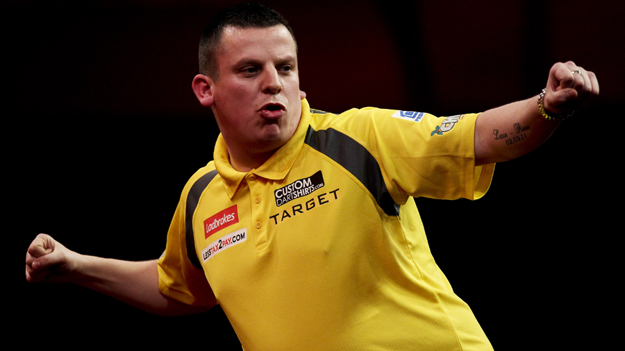 The 38-year old son of father (?) and mother(?) Dave Chisnall in 2018 photo. Dave Chisnall earned a  million dollar salary - leaving the net worth at 4 million in 2018