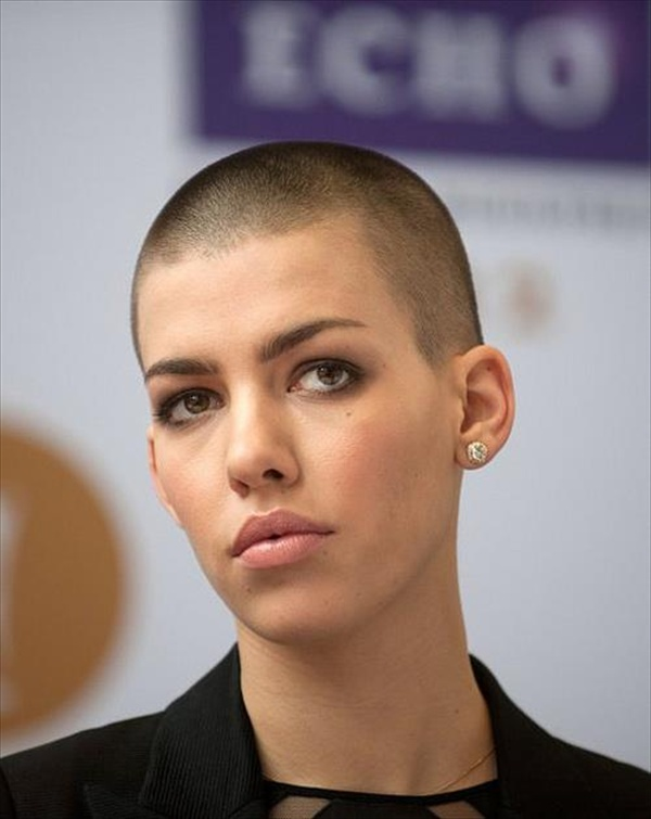 Women Hair Buzzed http://hairstylesforhaircuts.com/short/chic and edgy ...