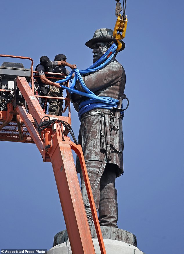 Gen. Lee the last Confederate statue removed in New ...