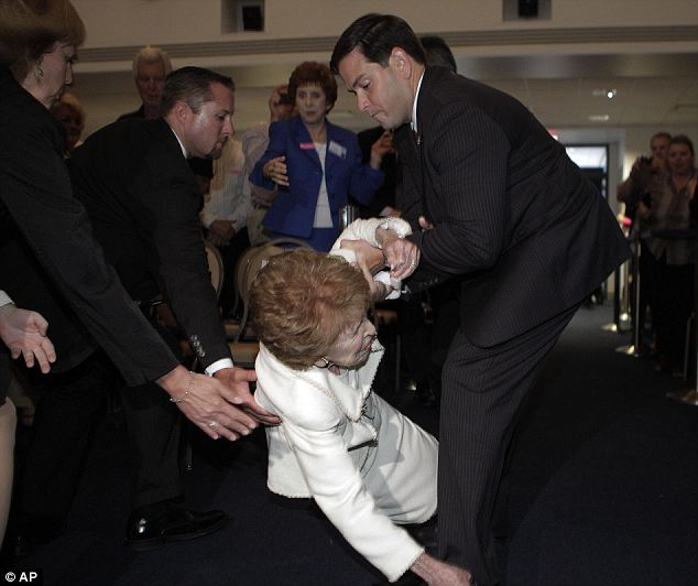 Nancy Reagan slips and falls on way to Tea Party favourite Marco Rubio ...