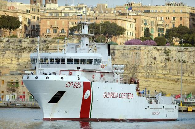 An Italian Coast Guard vessel brings survivors and bodies from a boat ...