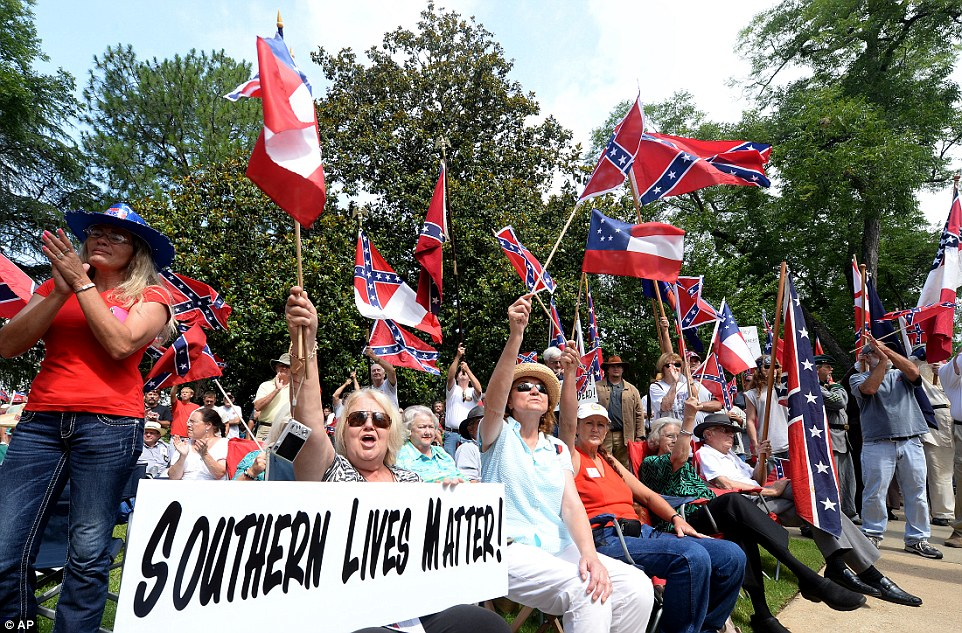 Hundreds rally in favor of Confederate flag after Bree ...
