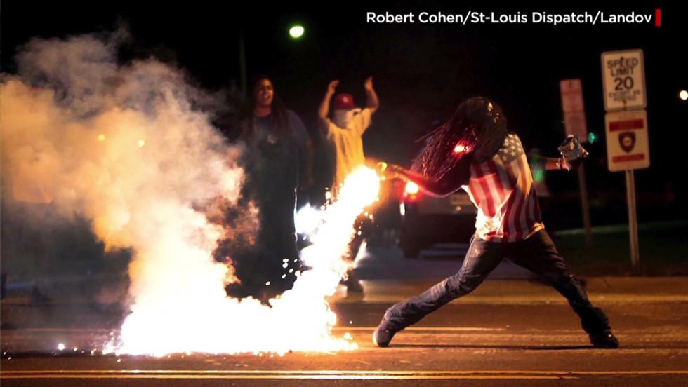Man in iconic Ferguson photo dies - CNN.com