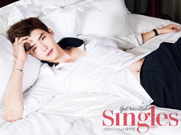 Lee Jong Suk's Singles' hot teaser photos made OP fans self + Hot ...