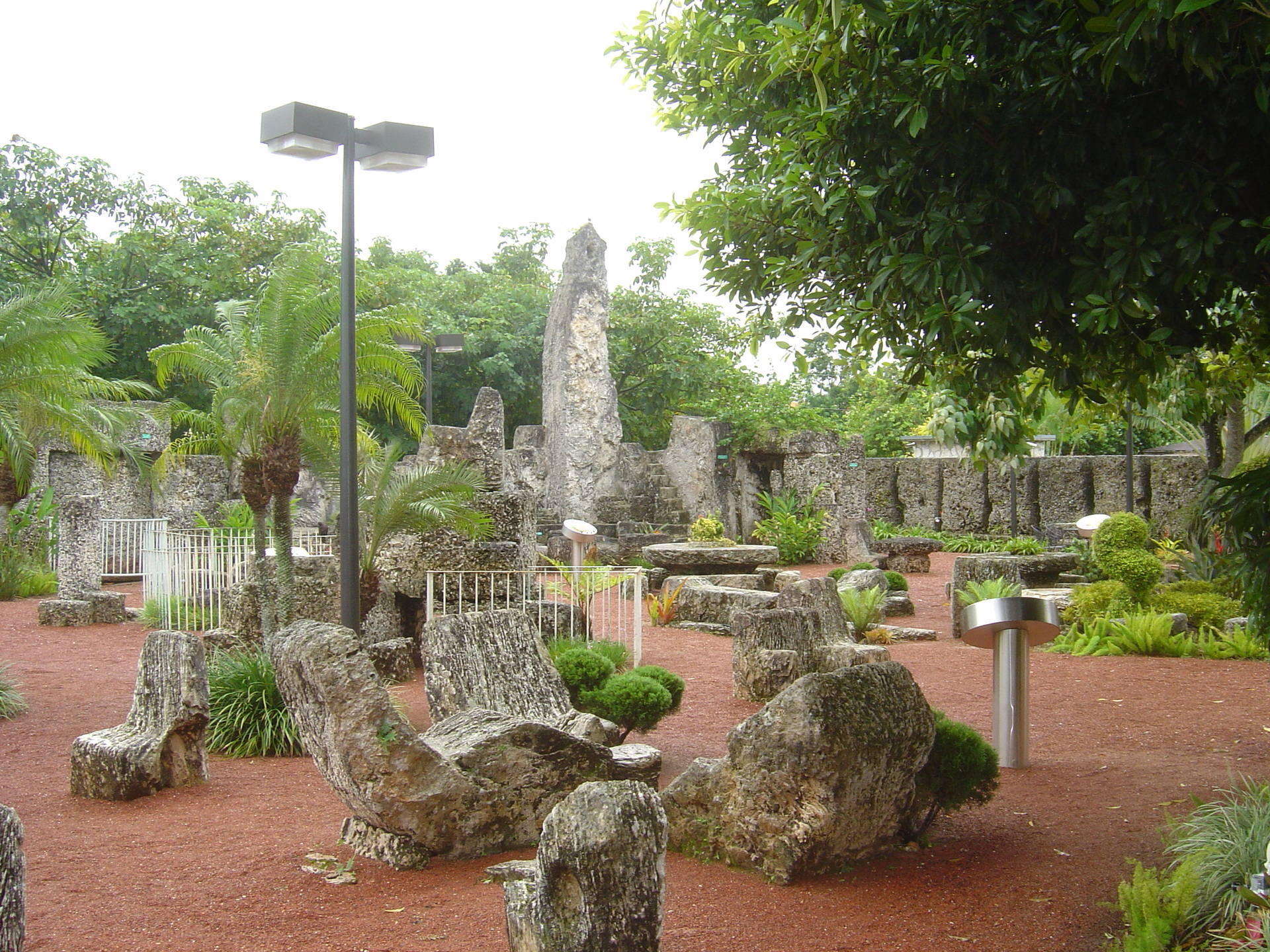 Coral Castle - Florida - Travel Photo (418025) - Fanpop