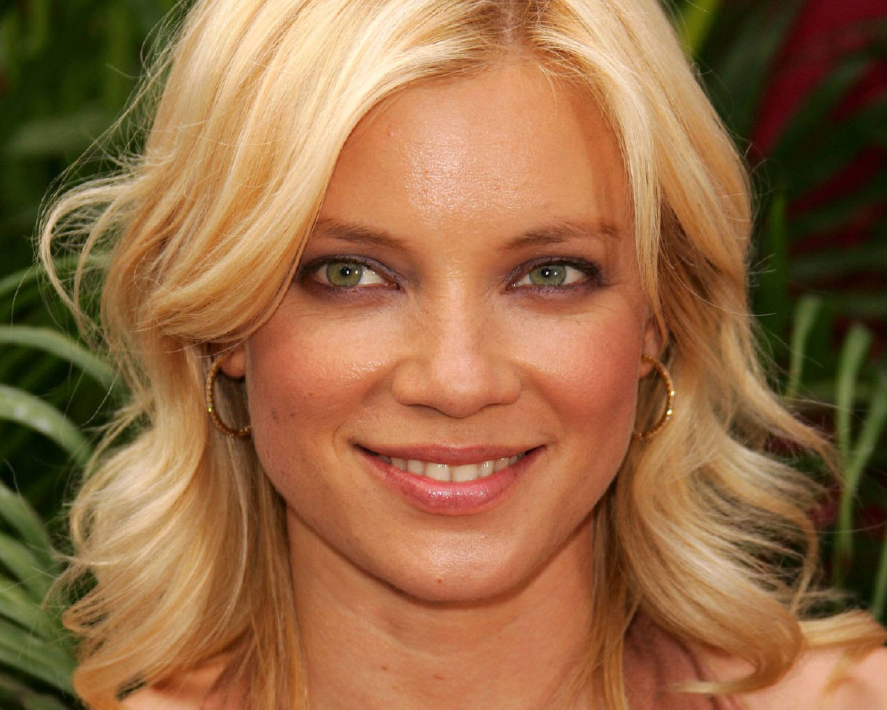 The 42-year old daughter of father John Boden and mother Judy Lysle, 168 cm tall Amy Smart in 2018 photo