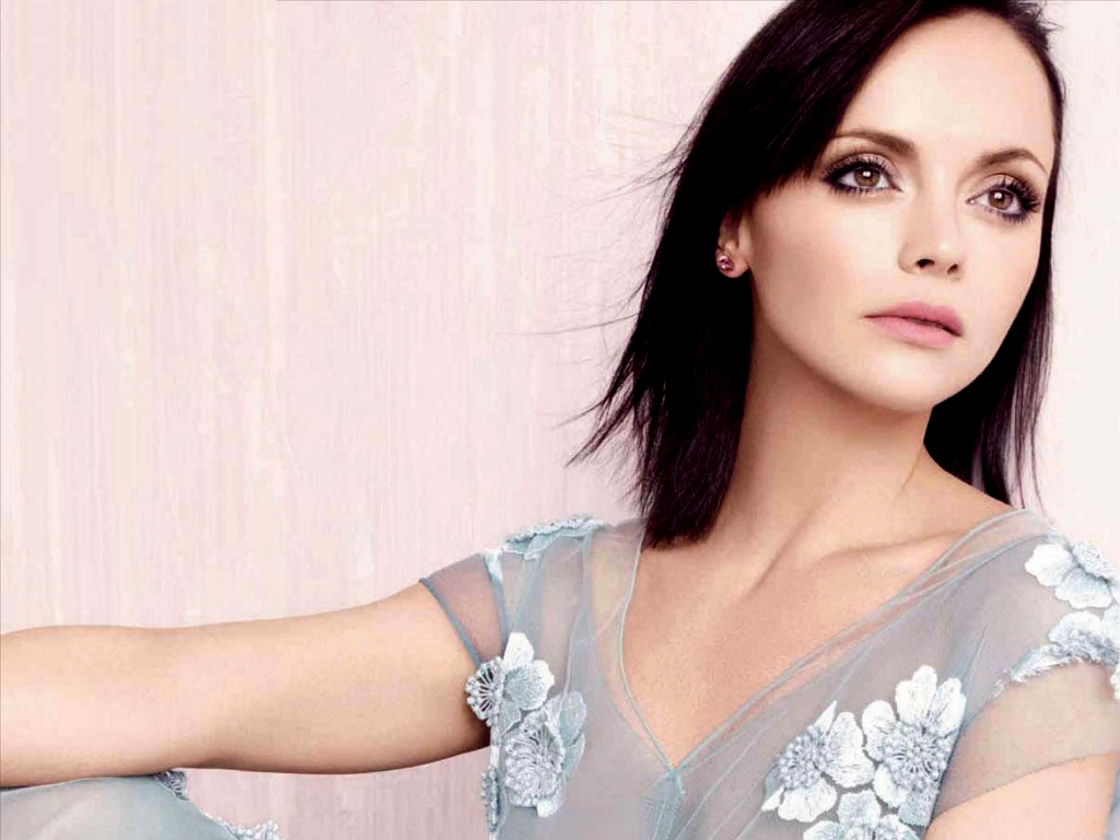 The 37-year old daughter of father (?) and mother(?), 160 cm tall Christina Ricci in 2017 photo