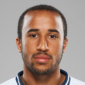The 25-year old son of father (?) and mother(?), 181 cm tall Andros Townsend in 2017 photo