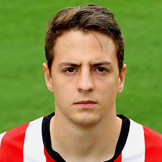 The 25-year old son of father (?) and mother(?), 177 cm tall Santiago Arias in 2017 photo