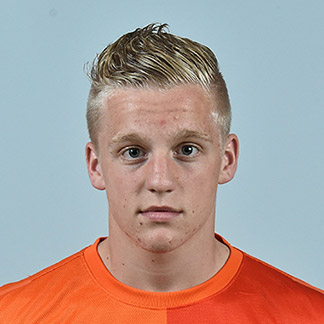 The 20-year old son of father (?) and mother(?), 182 cm tall Donny van de Beek in 2017 photo
