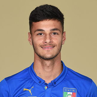 The 18-year old son of father (?) and mother(?), 195 cm tall Gianluca Scamacca in 2017 photo
