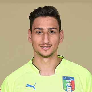 The 18-year old son of father (?) and mother(?), 196 cm tall Gianluigi Donnarumma in 2017 photo