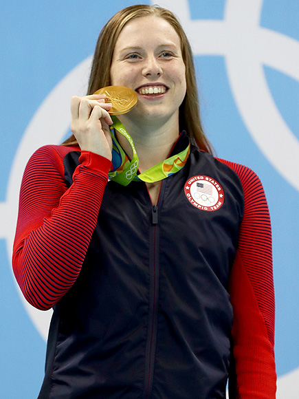 The 20-year old daughter of father Mark and mother Ginny, 175 cm tall Lilly King in 2017 photo