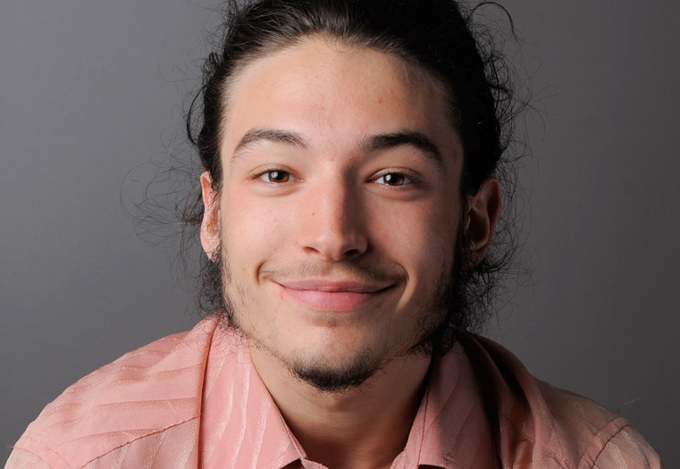 The 24-year old son of father (?) and mother(?), 170 cm tall Ezra Miller in 2017 photo