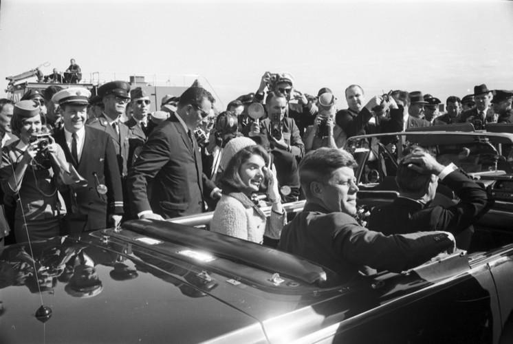 JFK's Arrival in Dallas-09