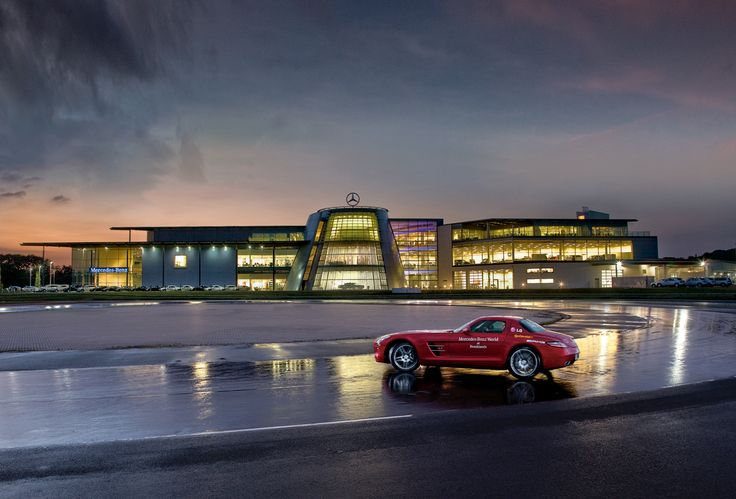Mercedes Benz World, Brooklands, Weybridge - free winter driver training courtesy Continental and Mercedes-Benz