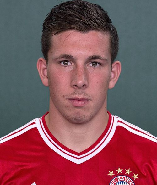 The 21-year old son of father (?) and mother(?), 185 cm tall Pierre-Emile Hojbjerg in 2017 photo