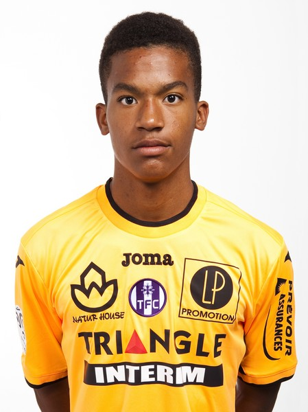 The 20-year old son of father (?) and mother(?) Alban Lafont in 2019 photo. Alban Lafont earned a  million dollar salary - leaving the net worth at 0.7 million in 2019