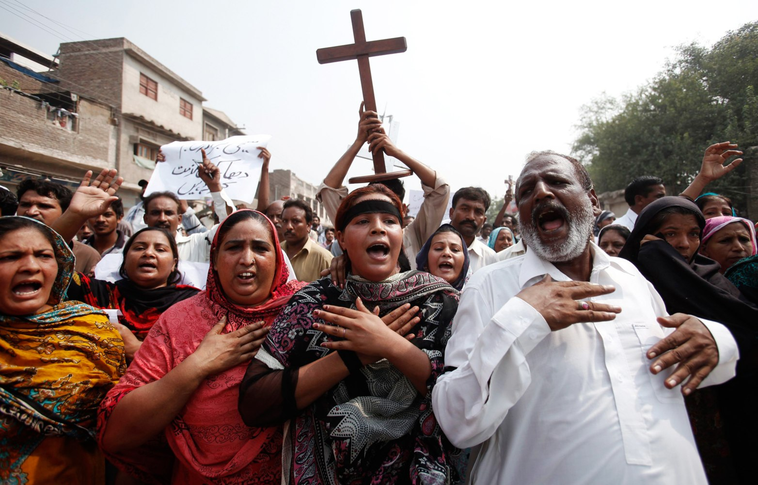 Angry Christians protest Pakistan church bombing; death ...