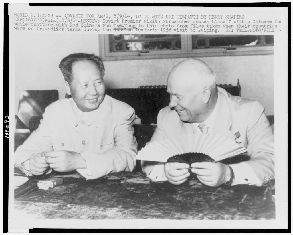 File:Mao Tsé-toung, portrait en buste, assis, faisant face ...