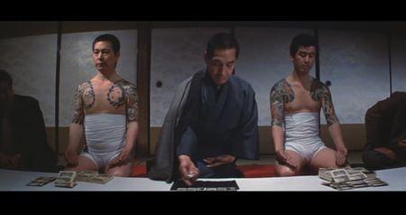 Yakuza jugando con Hanafuda