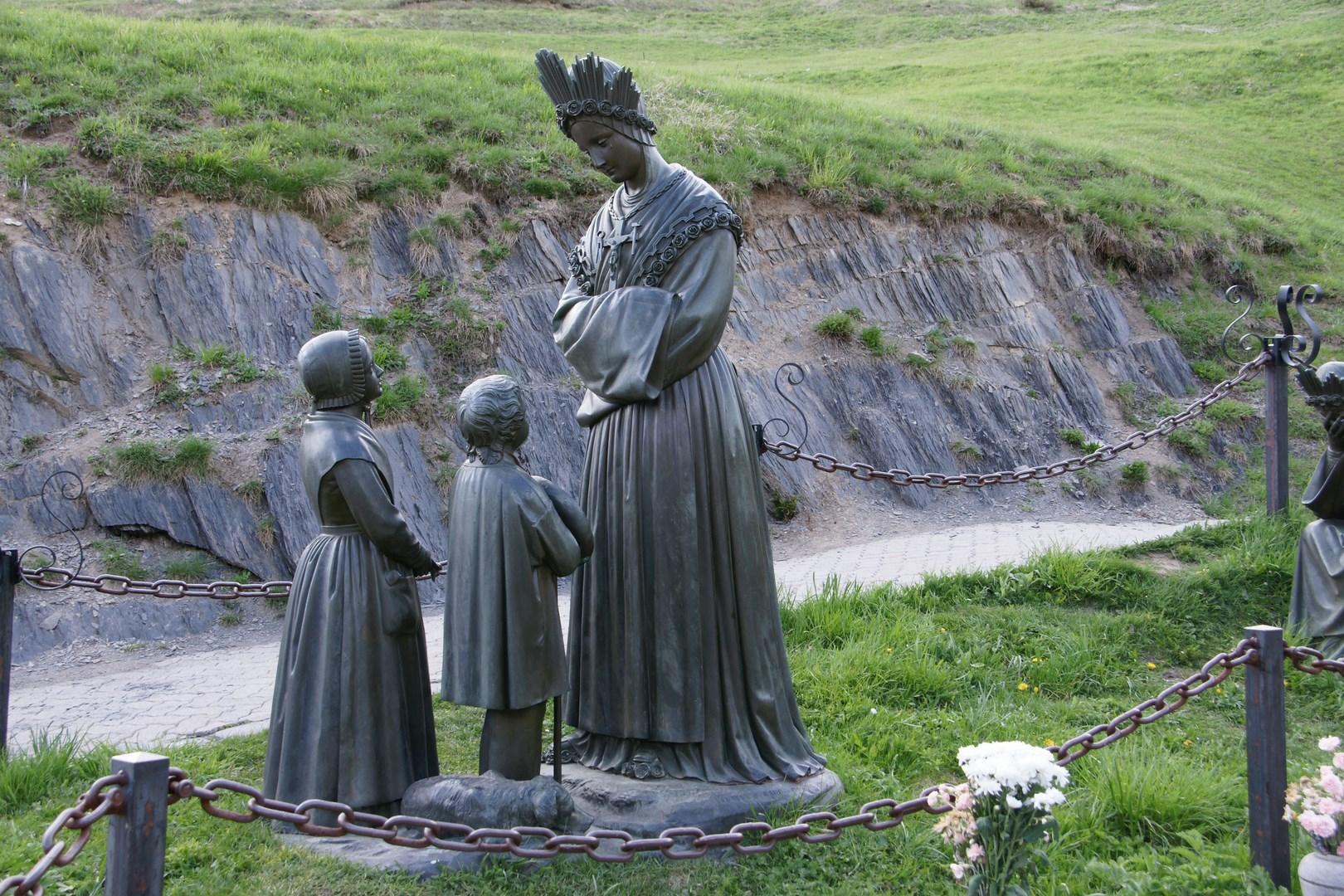 Apparition de Notre-Dame de la Salette. Fête le 19 Septembre.