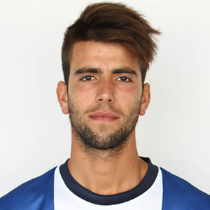 The 25-year old son of father (?) and mother(?), 181 cm tall Sérgio Oliveira in 2018 photo