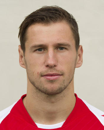 The 28-year old son of father (?) and mother(?), 186 cm tall Grzegorz Krychowiak in 2018 photo