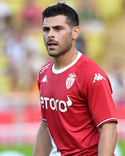 The 27-year old son of father (?) and mother(?) Kevin Volland in 2019 photo. Kevin Volland earned a  million dollar salary - leaving the net worth at 6 million in 2019