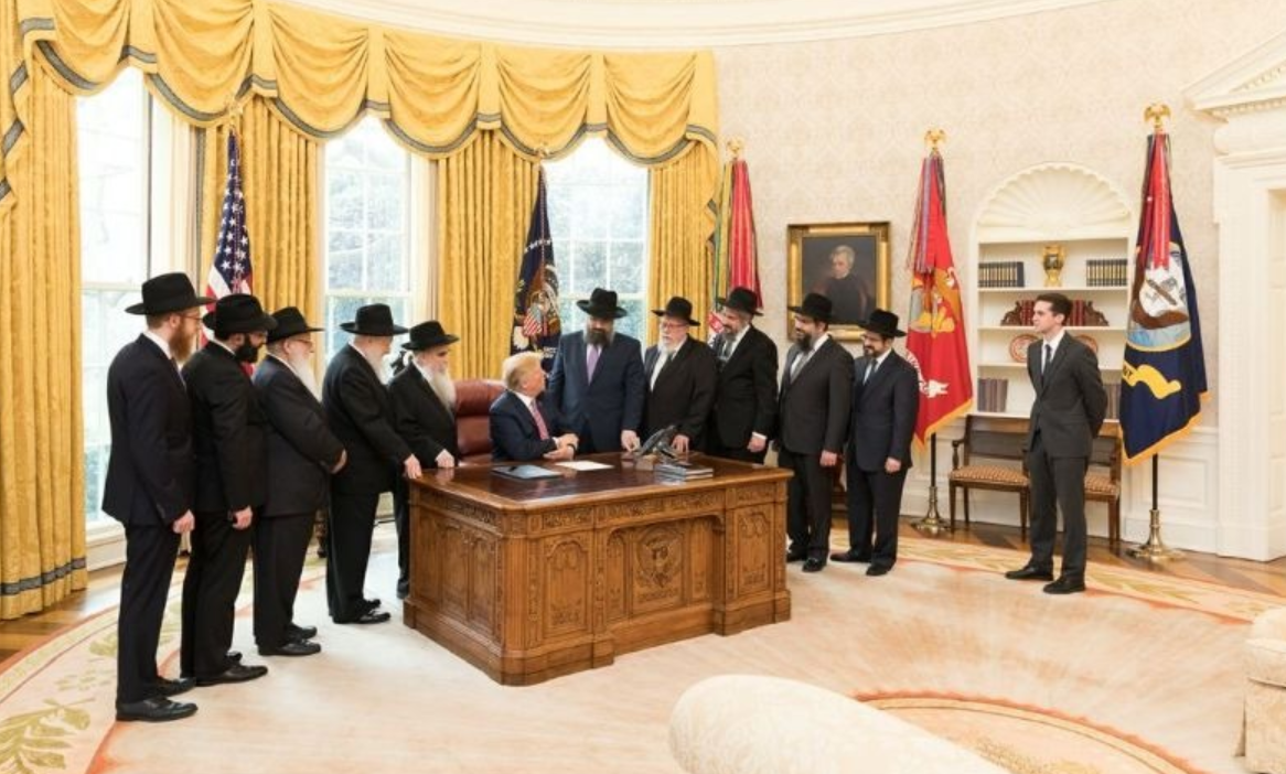 Trump Meets with Delegation of Rabbis from Chabad ...
