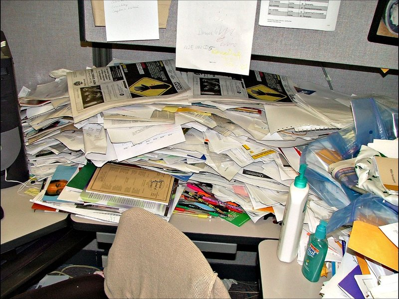 What Your Messy Desk Says About You (It's a Good Thing ...