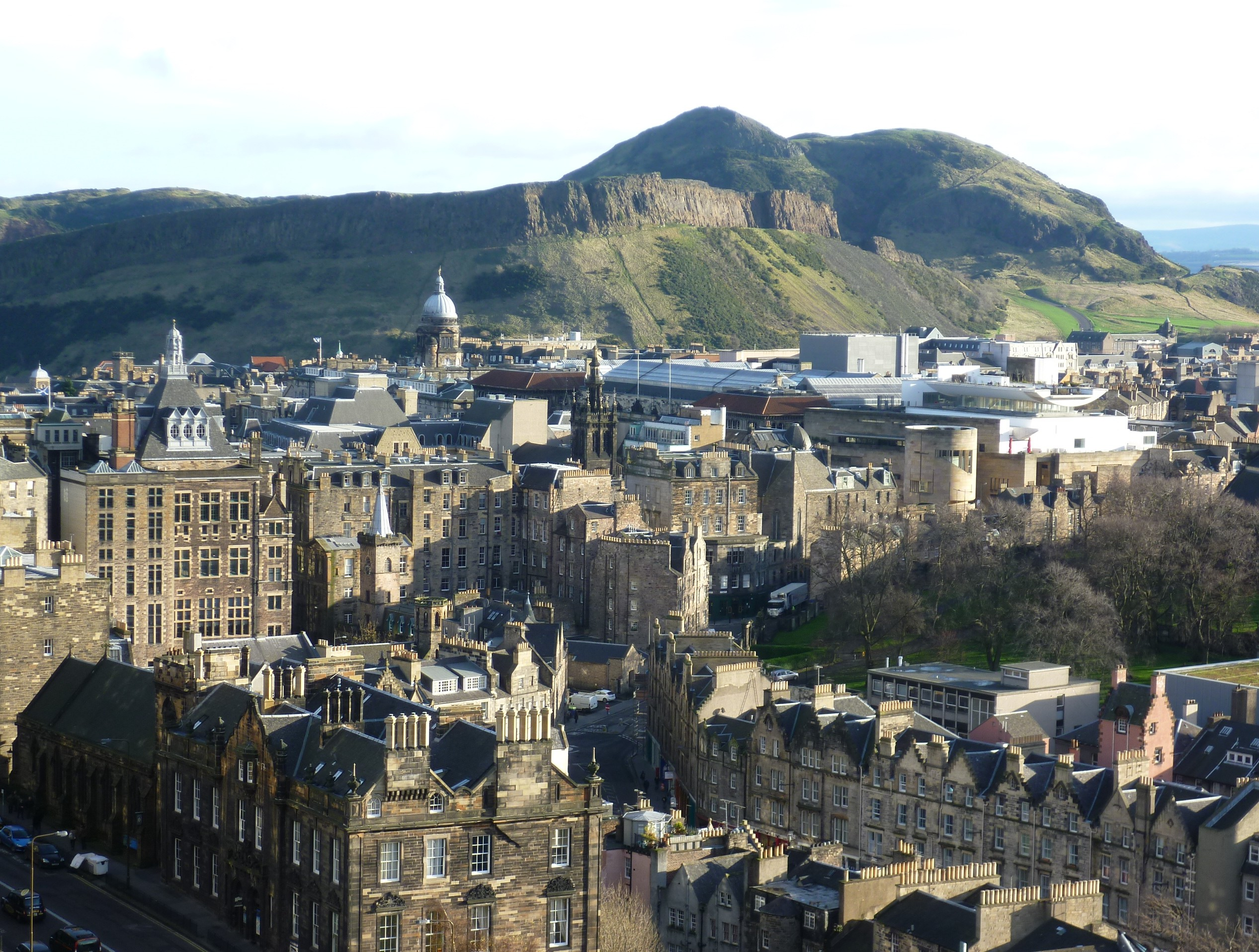 Description View of Arthur's Seat from Edinburgh Castle.JPG