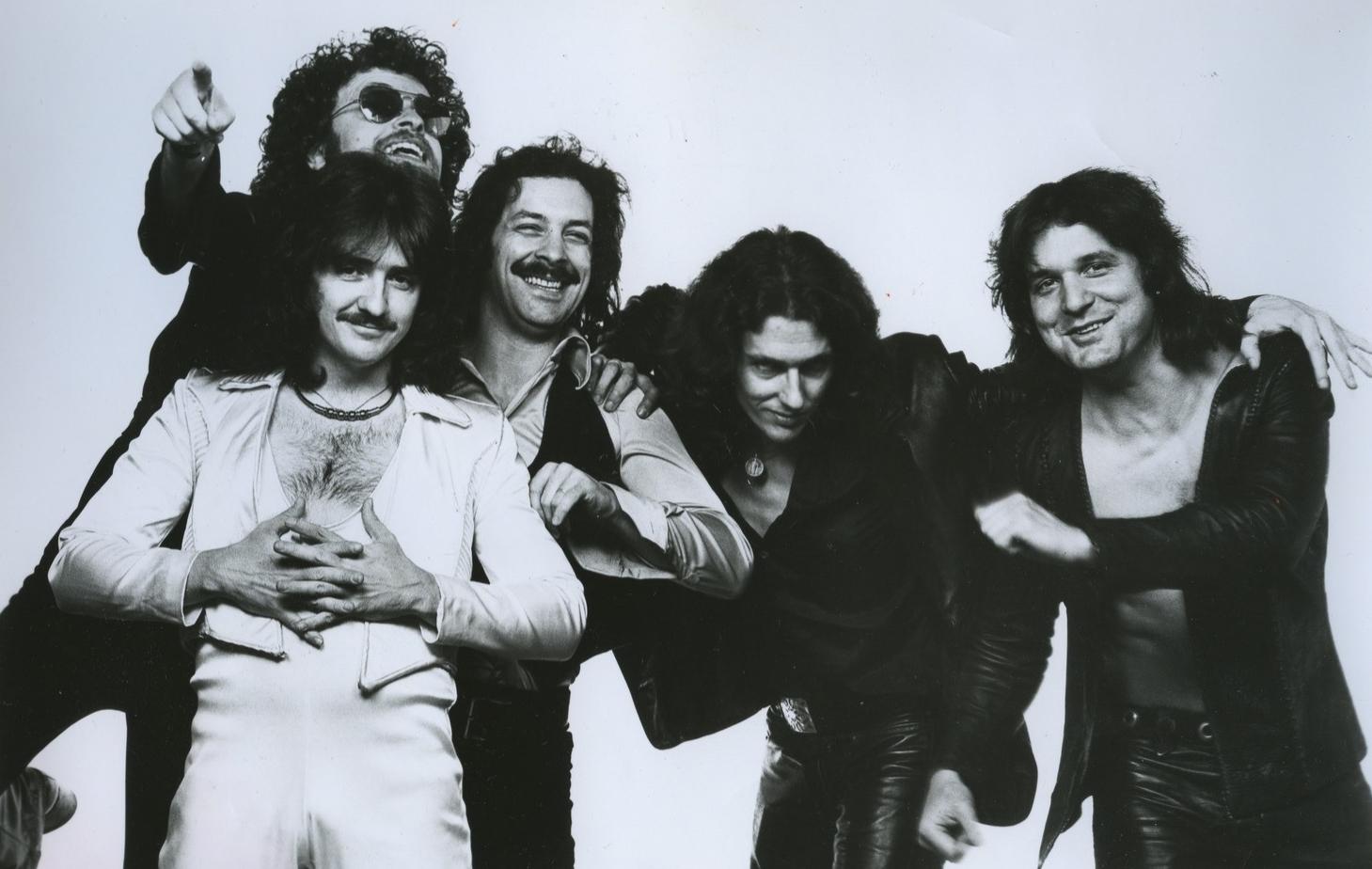 Description Blue Oyster Cult 1977 publicity photo.jpg